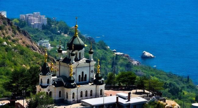 Форосская церковь на обрывистом утёсе