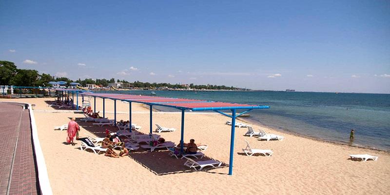 Пляж санатория Золотой берег в Евпатории