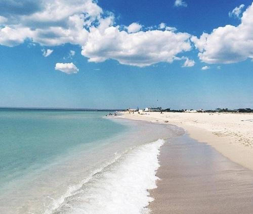 Пляж поселка Мирный