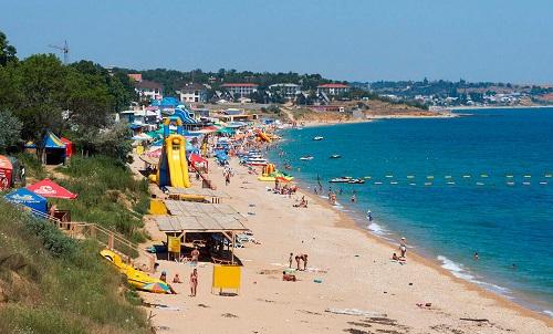 Центральный пляж Учкуевки